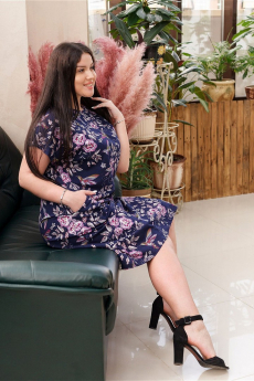 Темно-синее платье с розовыми розами ИвРосТекстиль